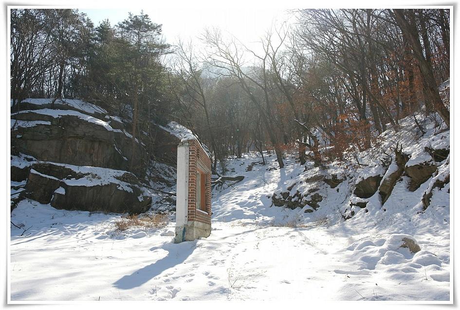 북한산에 있는 집터의 흔적